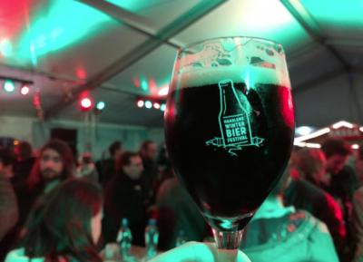 We komen lekker in de stemming op het Haarlems Winterbier Festival. Logo by Synergique