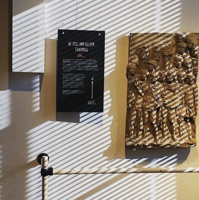 Kijk hoe mooi de Zuil van Trajanus er 's ochtends bijhangt in Studio RMO