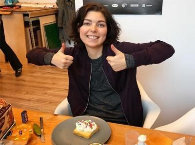 Deze week is Reinwardt stagiaire Djuna bij ons begonnen én vandaag is ze jarig dus hadden we gelijk cake-met-slagroom-en-smarties-lunch!