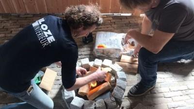 @lozeeric en @blomkey76; mannen die weten hoe je een vuurtje bouwt! #boerenburcht #tentoonstelling #tentoonstellingsontwerp #vlaardingen1018