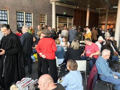 Het is al gezellig druk bij de opening van #boerenburcht