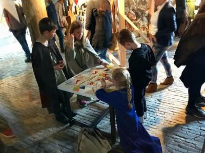 En #boerenburcht is officieel geopend. Kinderen zijn al druk aan de slag hun eigen wapenschild te versieren! @museumvlaardingen
